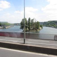 Aika tunnettu joki Pariisissa.