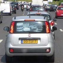 Liikenteessä nähty mielenkiintoinen auton pakkaus. :D