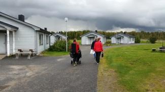 Lauantaina ylitsemme pyykäisi oikein kunnon sade sekä ukkonen. Onneksi meidän perhe oli jo omassa mökissä silloin.