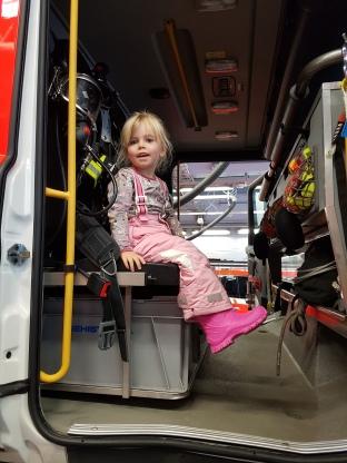 Paloautoon meno oli jännää ja sisällä oli paljon katsottavaa.
