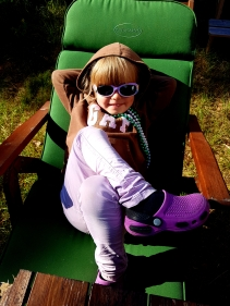 Amelie nauttii auringon lämmöstä.