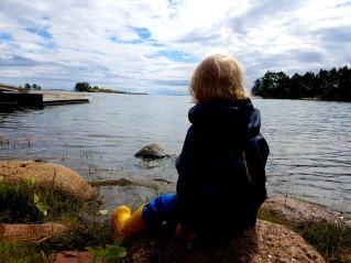 Kyllä pienikin voi nauttia hienoista maisemista ja luonnon äänestä.