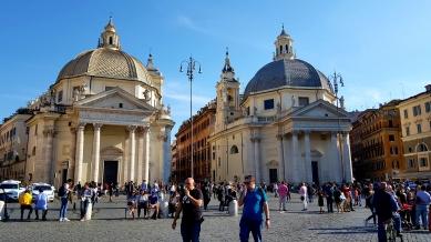 Basilica di Santa Maria in Montesanto to the left, and Chiesa di Santa Maria dei Miracoli to the right.