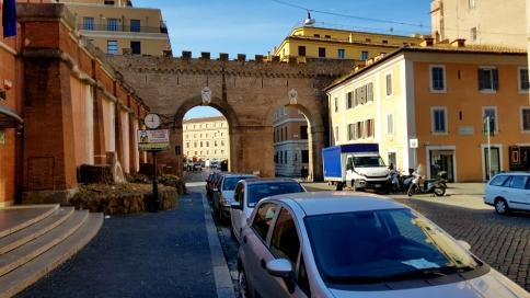 The wall/pathway between Castel Sant'Angelo and Piazza San Pietro