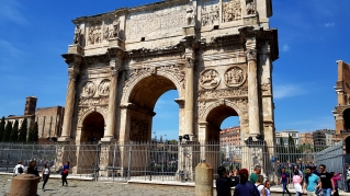 Arco di Costantino. Just beside the Colosseum.