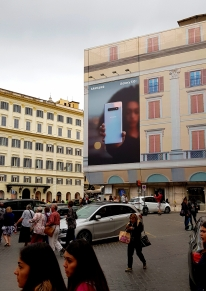 Huawei had a very visible and aggressive ad campaing for the new P30 Pro phone, and at almost all squares there were big banners like this, but at one square I found this refreshing ad from Samsung.