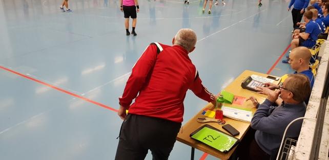 HIFK 2's coach Kopyl taking a time-out.