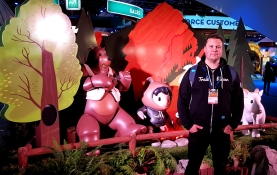 Janne with some of the many figures of Salesforce.