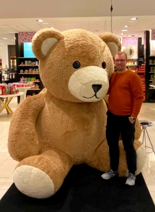 Huge teddybear at a shopping mall. I had to conclude it was too big to purchase and pack for the kids.